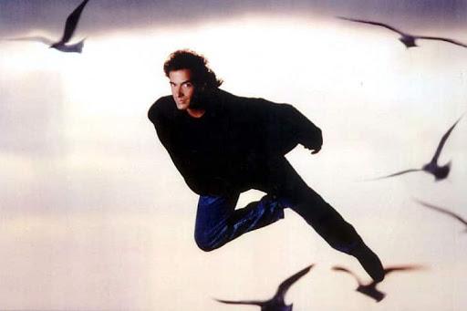 David Copperfield bay với chim bồ câu
